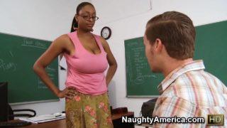 Professoressa Carmen Hayes a gambe aperte porno